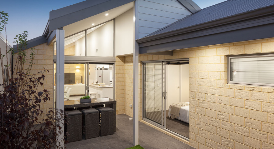 24446-OutdoorSHKWINANA026small