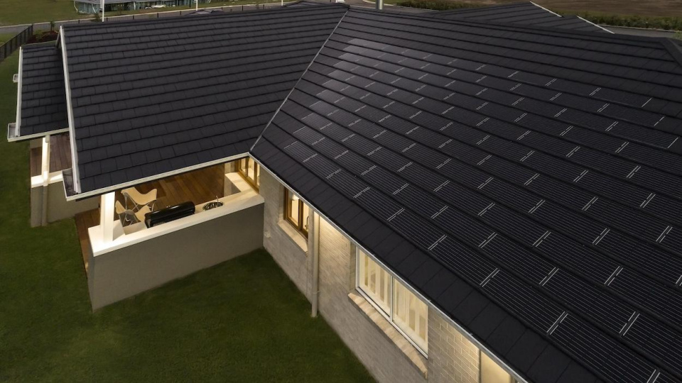 bristile-roofing-planum-and-integrated-solar-tile_46844726874_o